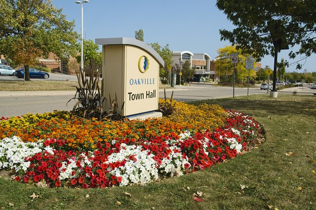 Sign Town hall with garden 1