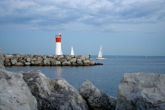 Bronte Harbour Outer Harbour LIghthouse
