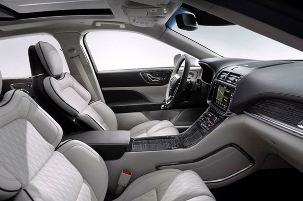 2017 Lincoln Continental Front Seat of the Reserve Edition