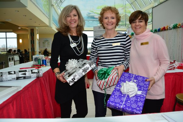 Wrap Your Gifts with The May Court Club of Oakville. Rio Can Oakville Shopping Centre1-9pm til Christmas Eve!