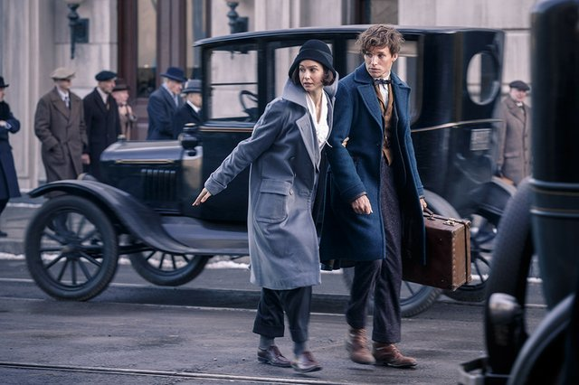 Movie review for the new fantasy epic FANTASTIC BEASTS AND WHERE TO FIND THEM, in theatres November 18th 2016.