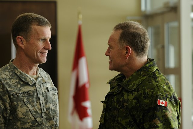 General Walt Natynczyk, Chief of the Defence Staff welcomes General Stanley McChrystal, Commander International Security Assistance Forces (COMISAF) and Commander United States Forces Afghanistan