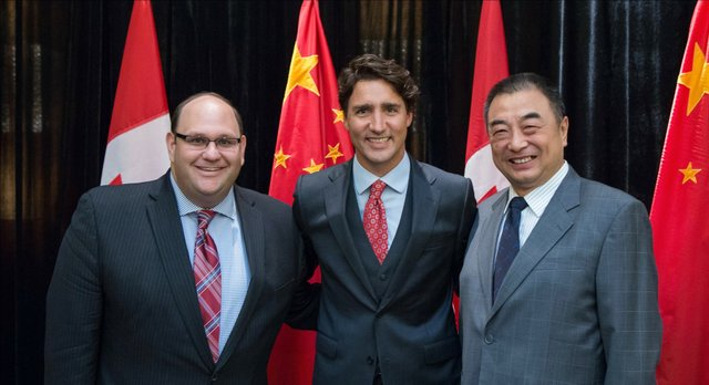 Left-to-right-Michael-Rubinoff-Associate-Dean-at-Sheridan-College-Prime-Minister-Justin-Trudeau-Yang-Shaolin-General-Manager-of-the-Shanghai-Dramatic-Arts-Centre