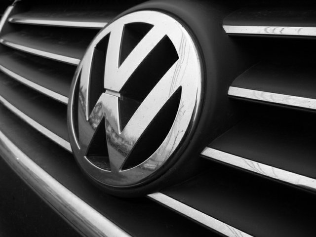 VW front grill with badge