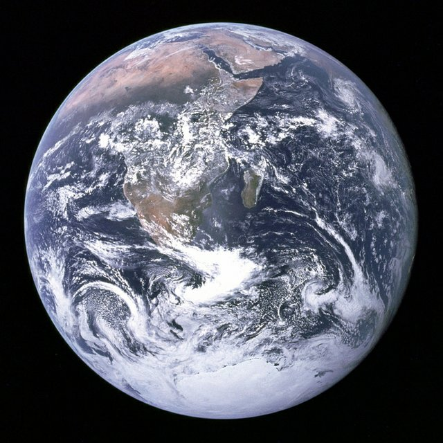 the-earth-seen-from-apollo-1