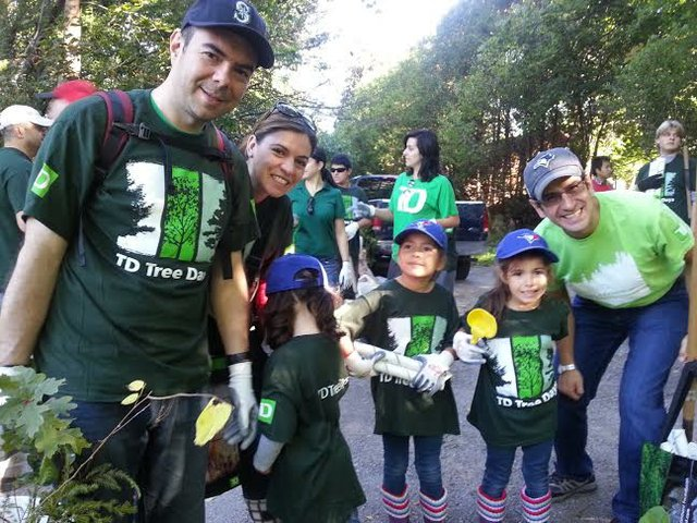 More than 75 TD employees, their friends and family, and community volunteers planted 500 native trees at Oakville Park and McCraney Valley Trail as part of TD Tree Days.